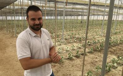 «Me siento orgulloso de ofrecer las únicas semillas de pimiento que han sido creadas y producidas en Almería»