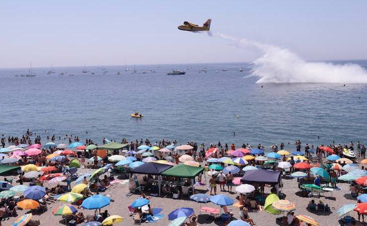 La playa de Motril se llena para disfrutar de su festival aéreo
