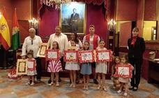 El Ayuntamiento de Granada entrega los premios del concurso de pintura joven, fotografía y selfies del Corpus