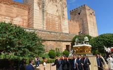 La Alhambra vivió la festividad del Corpus Chico con la procesión de la Custodia