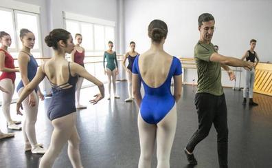 12 jóvenes granadinos y un genio maestro de la danza