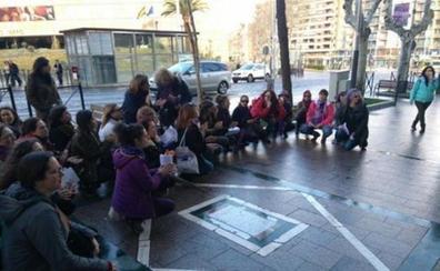 Los acusados de la agresión sexual a una menor en un portal de Jaén lo niegan y la víctima se ratifica