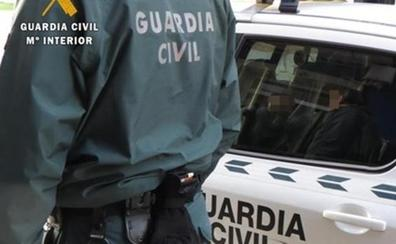 Tres guardias civiles, heridos al ser embestidos durante una persecución