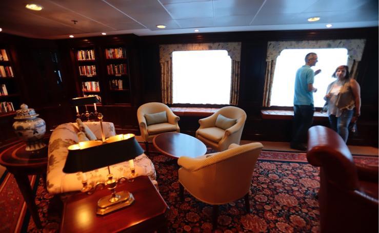 Así es el crucero de lujo atracado en Motril: un recorrido por dentro y por fuera