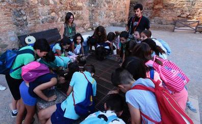 Los niños disfrutan del 'Verano en la Alhambra' con talleres y visitas guiadas