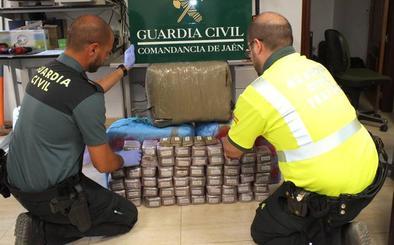 La Guardia Civil detiene en Bailén a dos personas y se incauta 120 kilos de hachís
