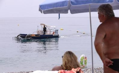 Almuñécar limpiará sus playas con tractores, barcos y a mano todos los días del verano