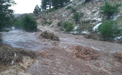 Ocho mil cabezas de ganado aisladas por una fuerte tormenta en Santiago Pontones
