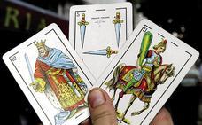 Detenido en el Albaicín por intentar ocultar 'maría' mientras jugaba a las cartas