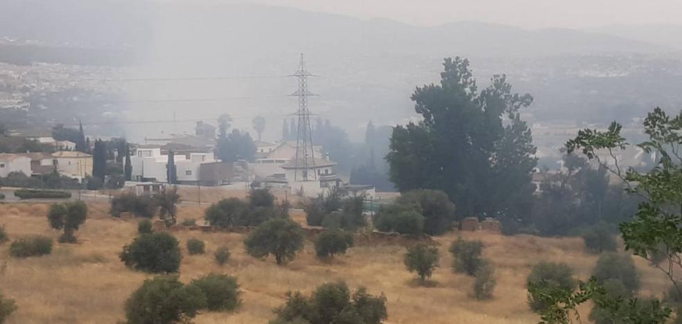 Dan por extinguido el incendio declarado junto a la carretera en Huétor Vega