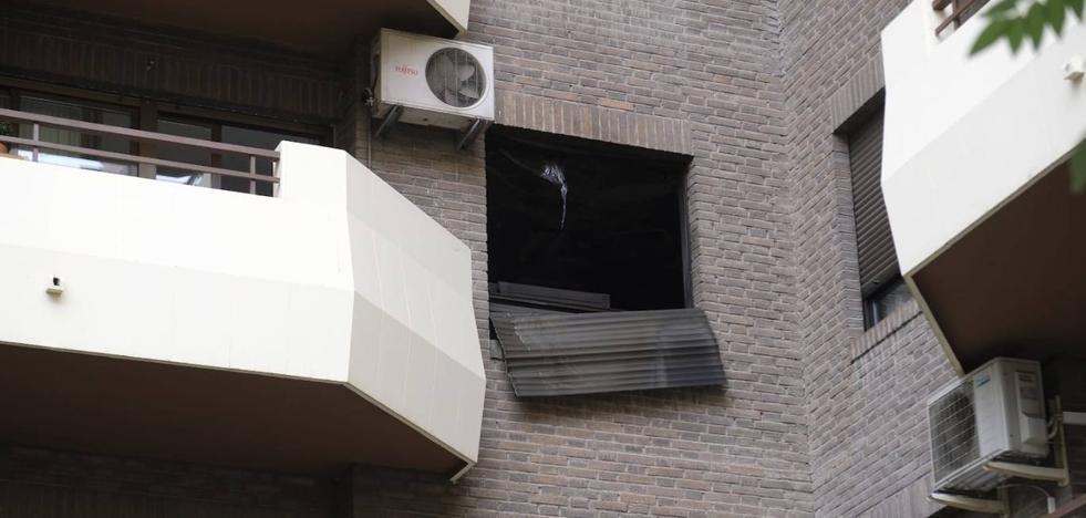 Los Bomberos sofocan un fuego en una vivienda de Camino de Ronda