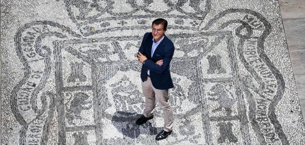 Luis Salvador: «No se puede descartar una moción de censura»