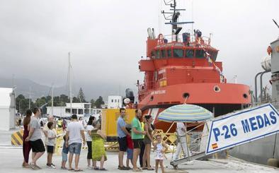 El patrullero de la Armada Infanta Cristina se abre al público en el puerto de Motril