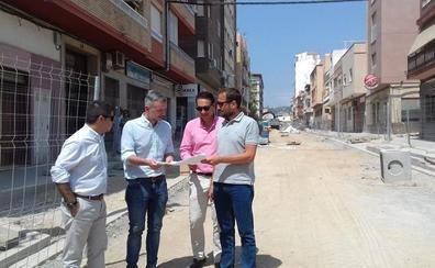 La calle Ancha de Motril estará terminada en dos semanas y el Vadillo, a final de mes