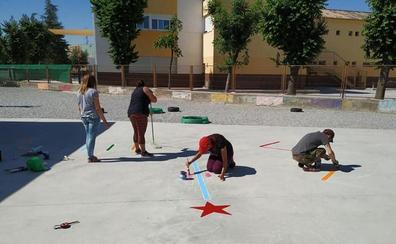 Los niños de Cúllar Vega podrán jugar a juegos tradicionales en los patios de sus colegios gracias a sus padres