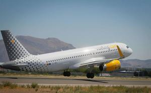 El vuelo Granada-Barcelona del mediodía sale con 11 horas de retraso porque «la tripulación estaba exhausta»
