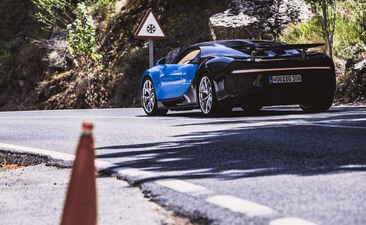 Así es el espectacular Bugatti Chiron que va de la Costa de Granada a Sierra Nevada