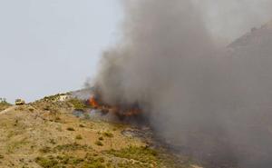 El Infoca da por controlado el incendio forestal declarado en un paraje de Níjar
