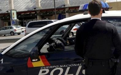 Dos policías fuera de servicio evitan que un hombre estrangule a su novia