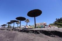 Así ha quedado Playa Granada después de que el mar se coma buena parte de la arena
