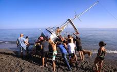 El emocionante rescate del velero varado gracias a la ayuda de los bañistas de Salobreña