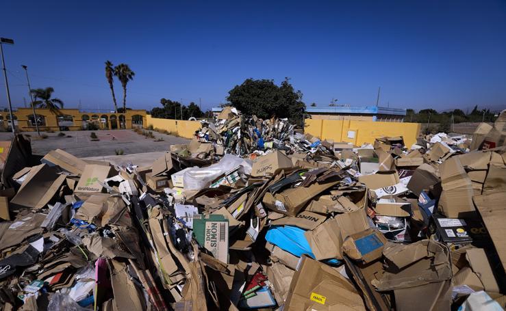 Desolador panorama en el ferial de Motril: lleno de cartones