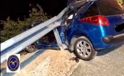 Un hombre herido de gravedad tras empotrar su coche contra la valla quitamiedos en Dúrcal