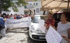 Los vecinos del Albaicín se concentran frente al Centro de Salud