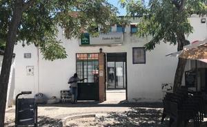 «Si siguen cambiando a los médicos, los vecinos tendremos que dejar el Albaicín»