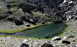 Abierto el plazo para participar en el concurso de fotografía de Lagunas de Sierra Nevada: '74 Oasis Glaciares de Alta Montaña'