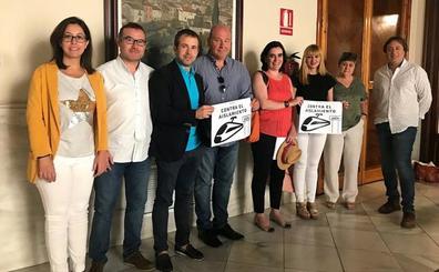 Los cinco grupos políticos del Ayuntamiento apoyan la marcha del tren