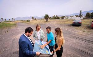 Motril habilita 1.500 plazas de aparcamiento para que Costas no sancione en la arena