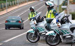 Heridas cuatro personas tras el alcance de dos turismos en la carretera A-1000 de Viator