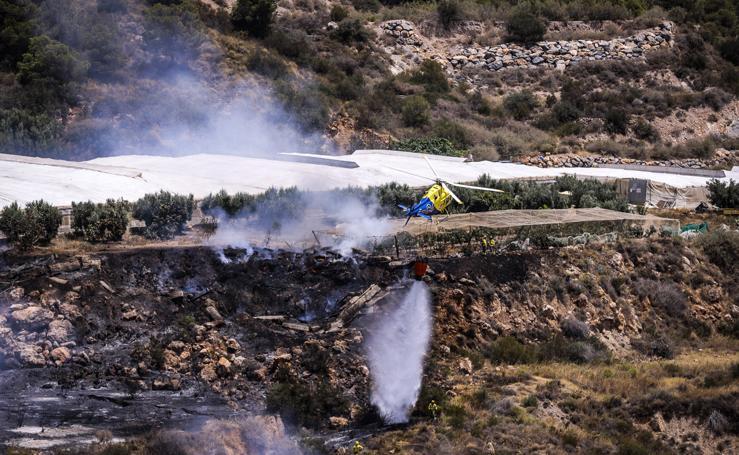 Un incendio forestal alarma a los vecinos de Motril
