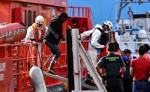 Rescatan a 86 inmigrantes subsaharianos de dos pateras en el mar de Alborán