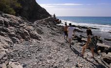 Los nudistas recuperan la playa de El Muerto de Almuñécar