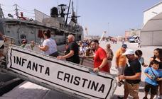 Cientos de personas visitan en Motril el buque Infanta Cristina