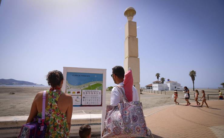 ¿Qué prohíben las playas de Granada?