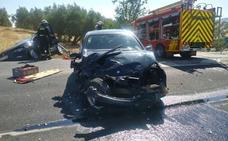 Rescatan a dos heridos atrapados en su coche tras salirse de la vía en la carretera de Puerto Lope