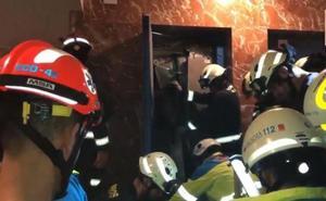Se desploma el ascensor con él dentro, cae desde un 4º y sobrevive