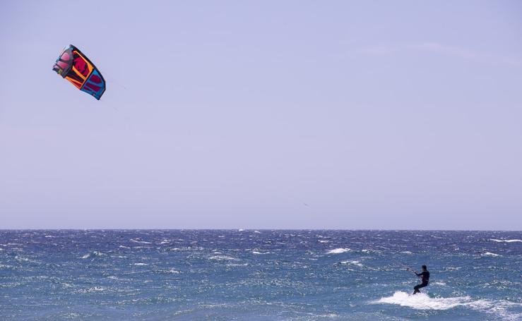 Espectaculares fotos de deportes acuáticos en la costa de Granada