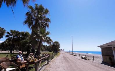 Los chiringuiteros denuncian la «falta de sensibilidad» de Costas con las playas de Granada