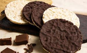 Alerta sanitaria por unas conocidas tortitas de arroz con chocolate: pueden ser perjudiciales