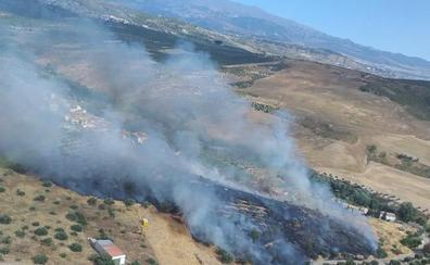 Un incendio de pasto en Calicasas alerta a vecinos del cinturón de Granada
