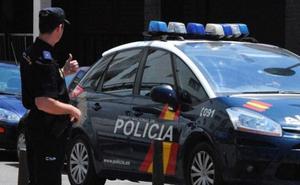 Atraca varias farmacias en Granada intimidando a los dependientes con una supuesta arma
