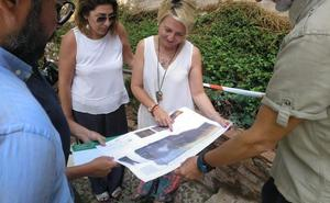 Cultura inicia el plan para retirar las humedades de la muralla sur de la Alcazaba en la Puerta de la Justicia
