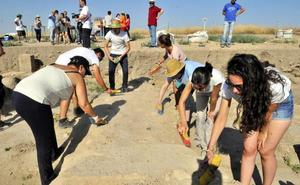 12 universitarios trabajan en Cástulo gracias al área de voluntariado de la UJA
