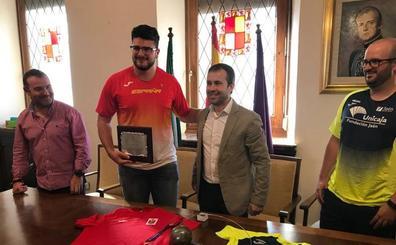 El Ayuntamiento de Jaén recibe a un campeón de Europa