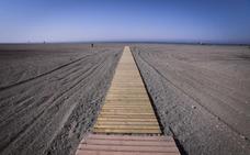 El Ayuntamiento de Motril invierte más de 14.000 euros en nuevas pasarelas para las playas