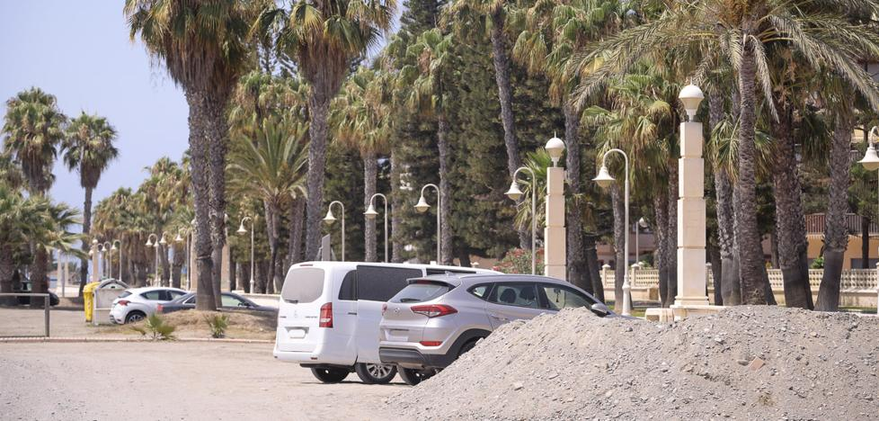 Motril reclamará a Costas que le ceda suelo en playa Poniente para habilitar aparcamientos